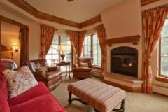 Interior condo- 2,3 BR living room