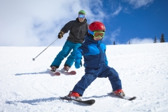father_son_skiing